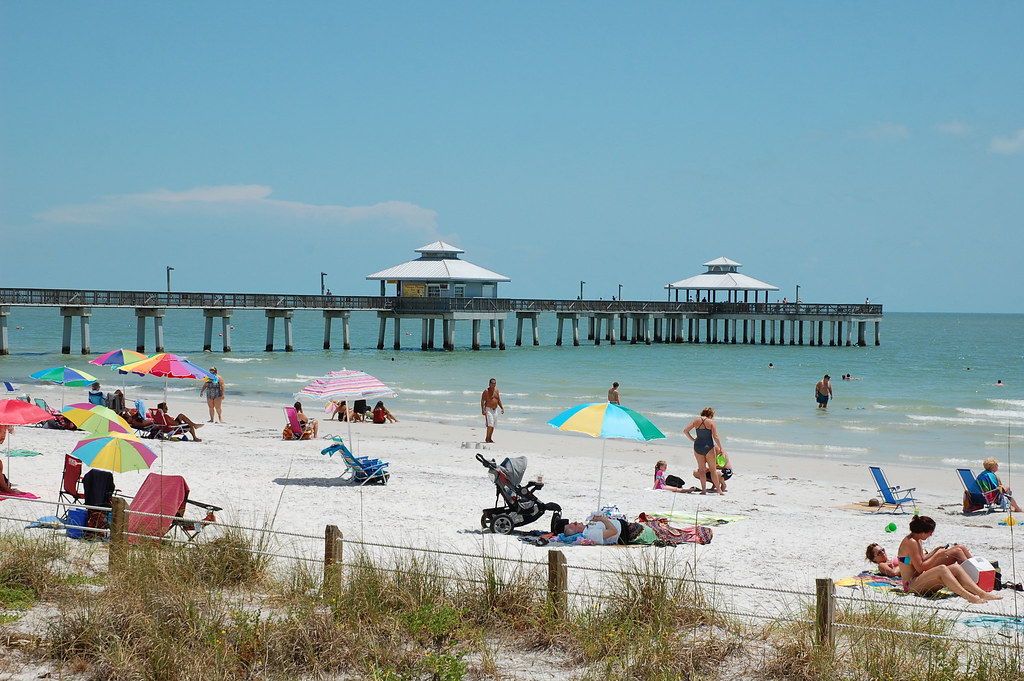 Fort myers beach florida the beach and fishing pier for Fort myers beach fishing pier