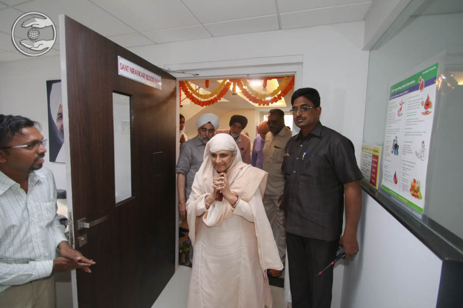 Visits Sant Nirankari Blood Bank by Her Holiness