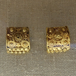 Etruscan gold filigree earrings | by diffendale