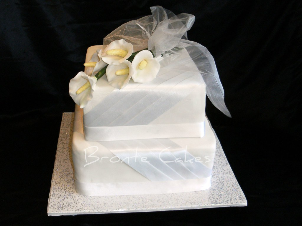 Calla Lily Wedding Cake | Wedding cake...rich dark fruit cak… | Flickr