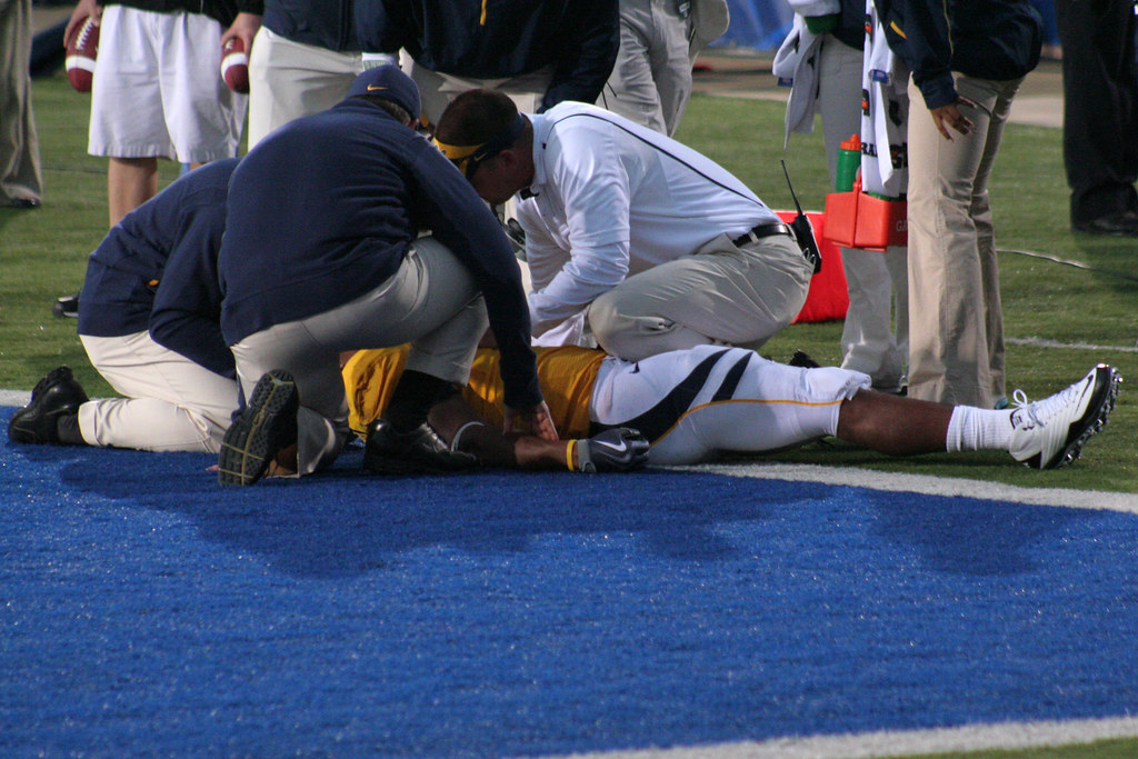 6 Tips To Prevent Football Injuries - Broowaha