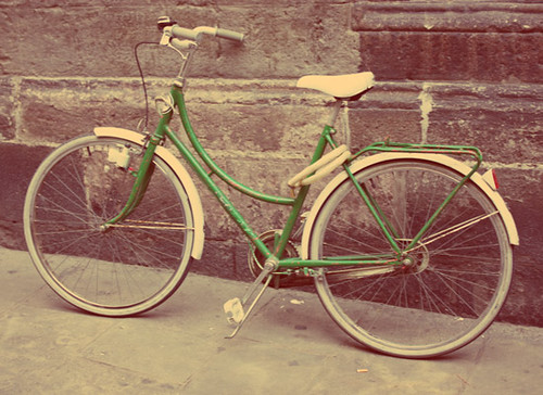 Vintage bicycle on a backstreet in barcelona vintage - Mobles vintage barcelona ...
