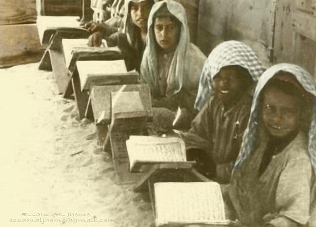 التعليم في الماضي   This image is in fact black and white ...