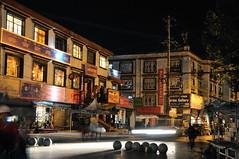 Lhasa de noche. ལྷ་ས་  拉薩  拉萨 . Tibet