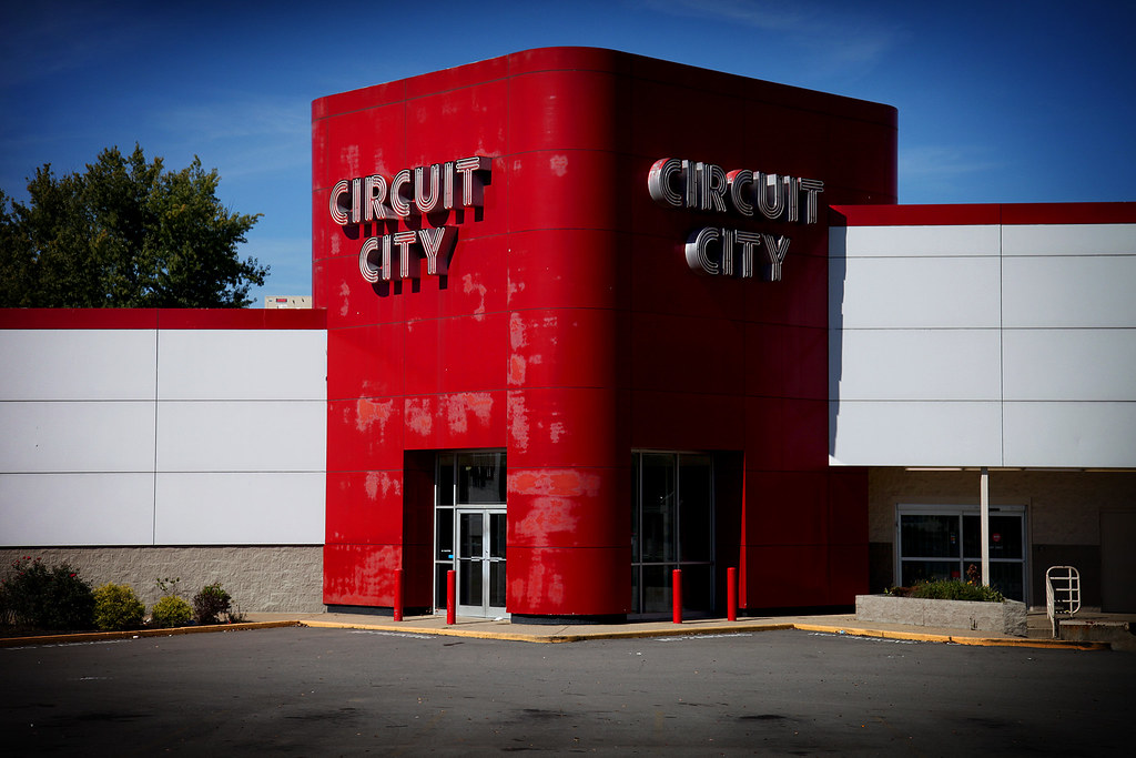 circuit city Journal of business cases and applications rise and fall, page 2 introduction this case covers the time period in circuit city's history between the decision of ceo.