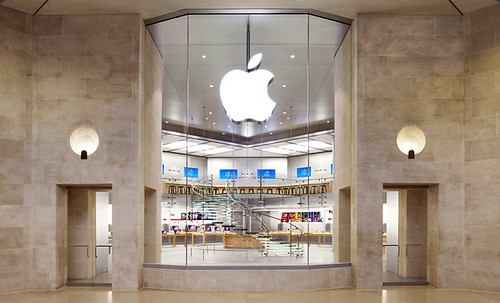 Apple store Louvre, Paris | by louis.andre