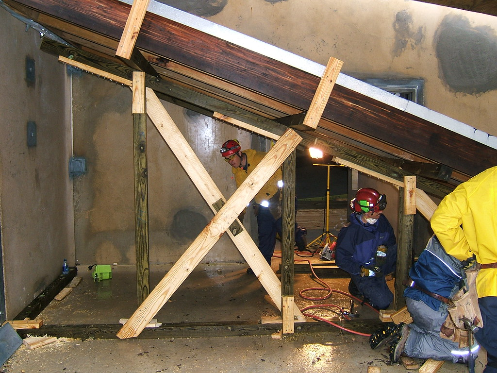 Shoring Up A Floor : Sloped floor and ceiling shoring the advanced structural