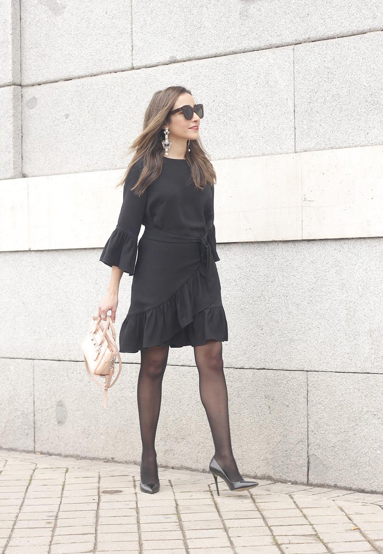 big earrings uterqüe black dress ruffles black heels style fashion outfit winter02