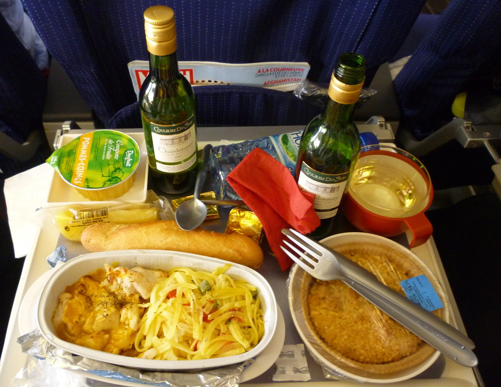 plane food usually tastes bland