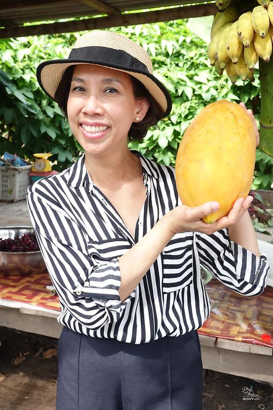 Hoob Krapong Learning Centre titi holding melon