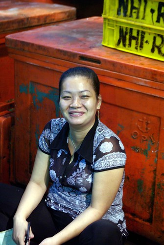 Fishmonger - Chanh Hung Night Fish Market. Ho Chi Min City/Saigon | by The Hungry Cyclist