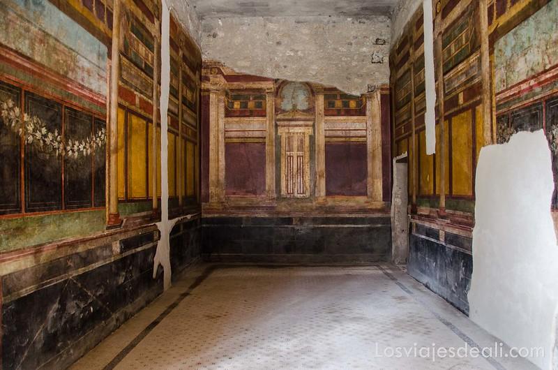 decoración de la villa de los misterios en la visita a Pompeya