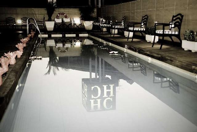 Reflejos sta es la piscina del hotel donde se celebr for Donde esta la piscina del diablo