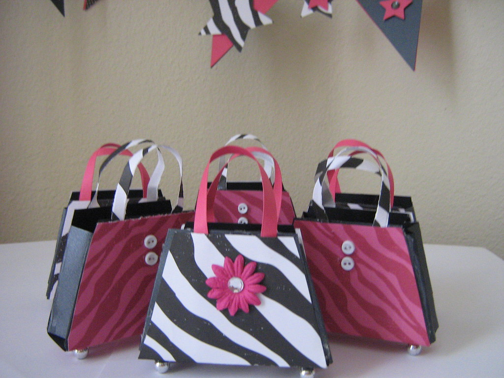 Diva Purse Favor Boxes | These Diva Purse favors are great f… | Flickr