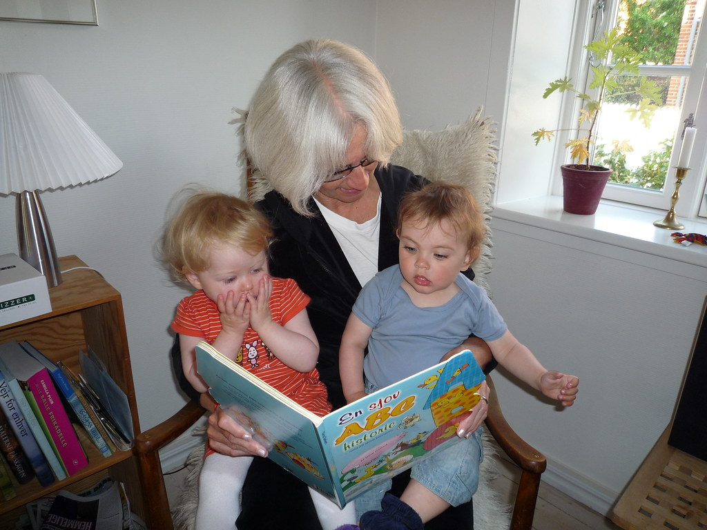 Bedstemor Læser Uhyggelige Historier For Walter Og Grandku Flickr