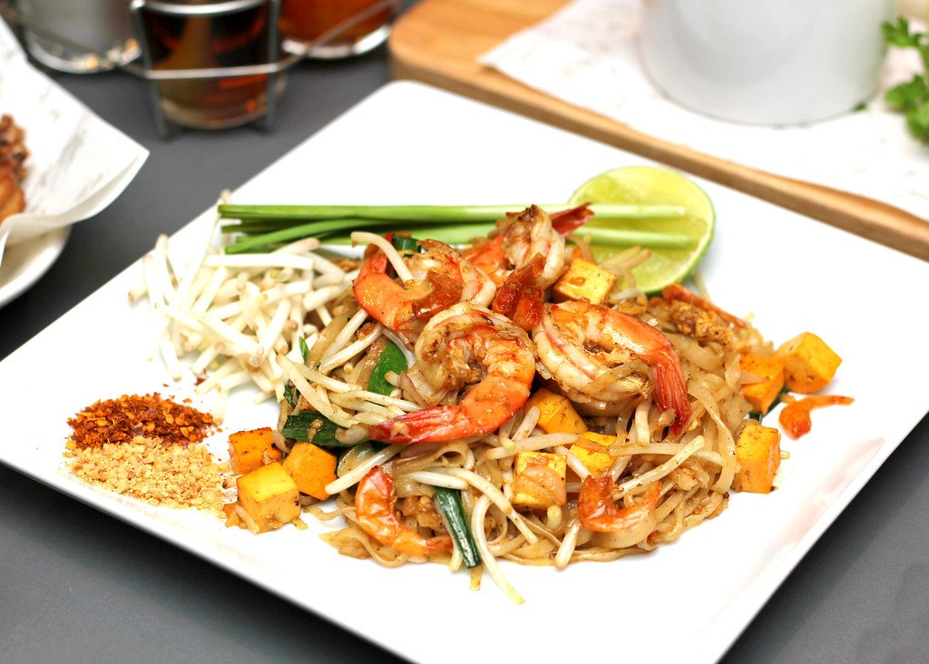 greyhound-cafe-pad-thai-with-prawns