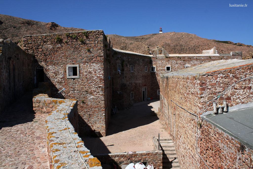 Le fort a été construit avec les pierres de l'ancien monastère