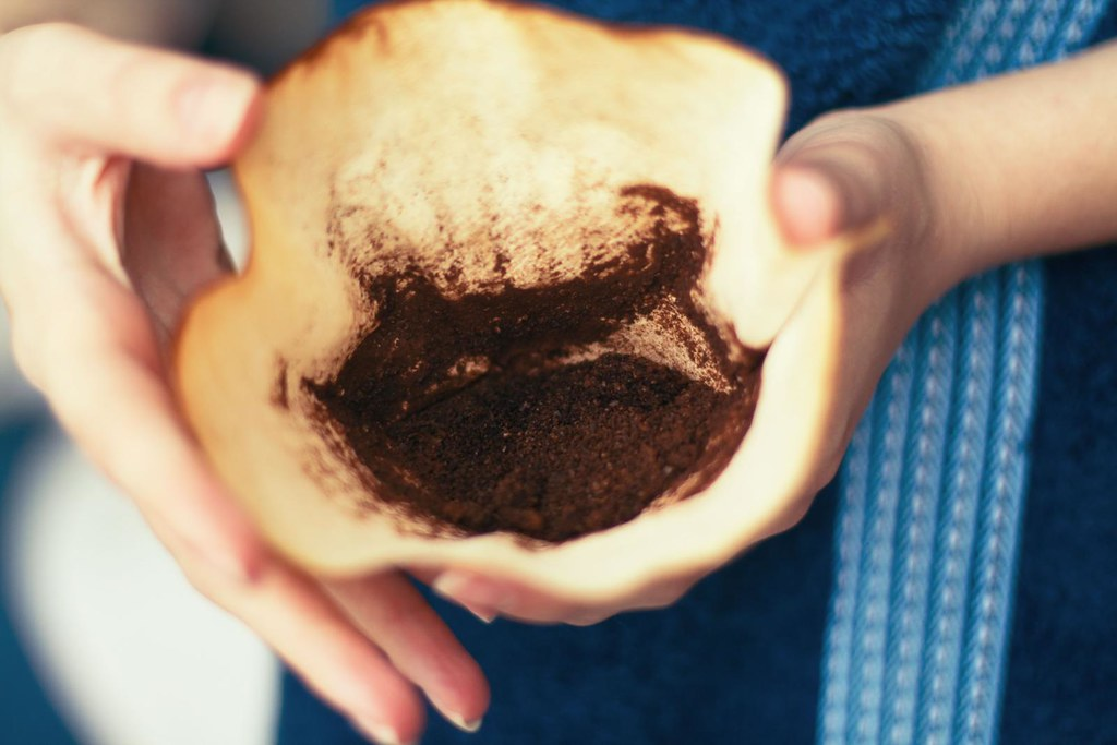 can coffee grounds go in the garbage disposal
