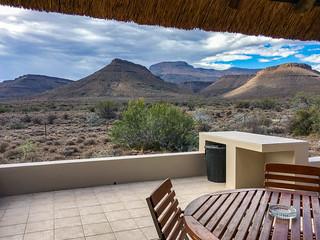 Blick vom Cottage auf die Nuweveld Mountains