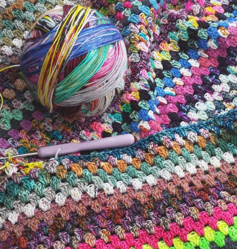 ❤ #craftastherapy #makersgonnamake #crochetgirlgang #crochetersofinstagram #crochetrabbithole #scrappygranny