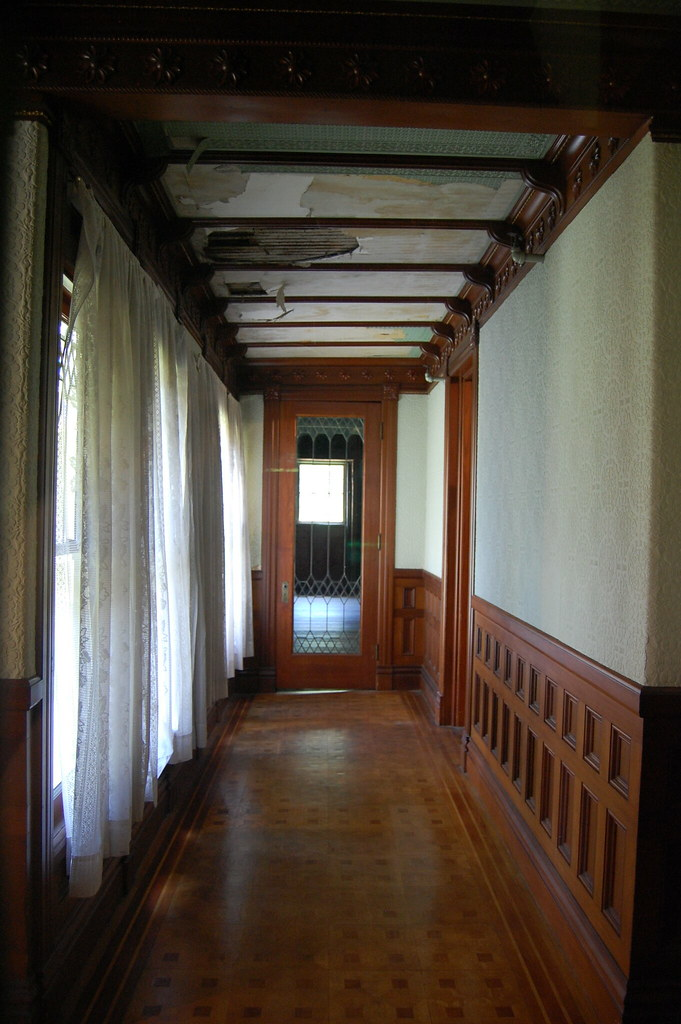 Hallway inside the winchester house lois flickr for Hallway photos