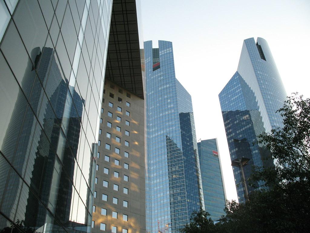 grattacieli svettanti giro a parigi nel quartiere