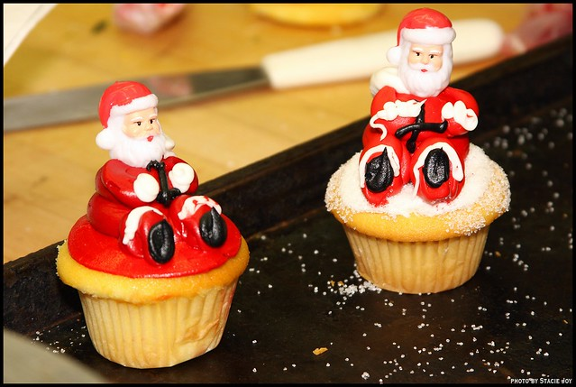 Cake Boss Christmas Cupcakes Decorating With The Cake Boss