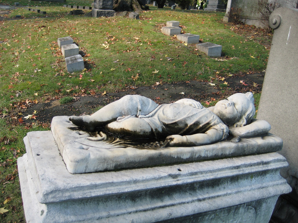 Sleeping Child Tombstone Baby Grave Woodlawn 0956