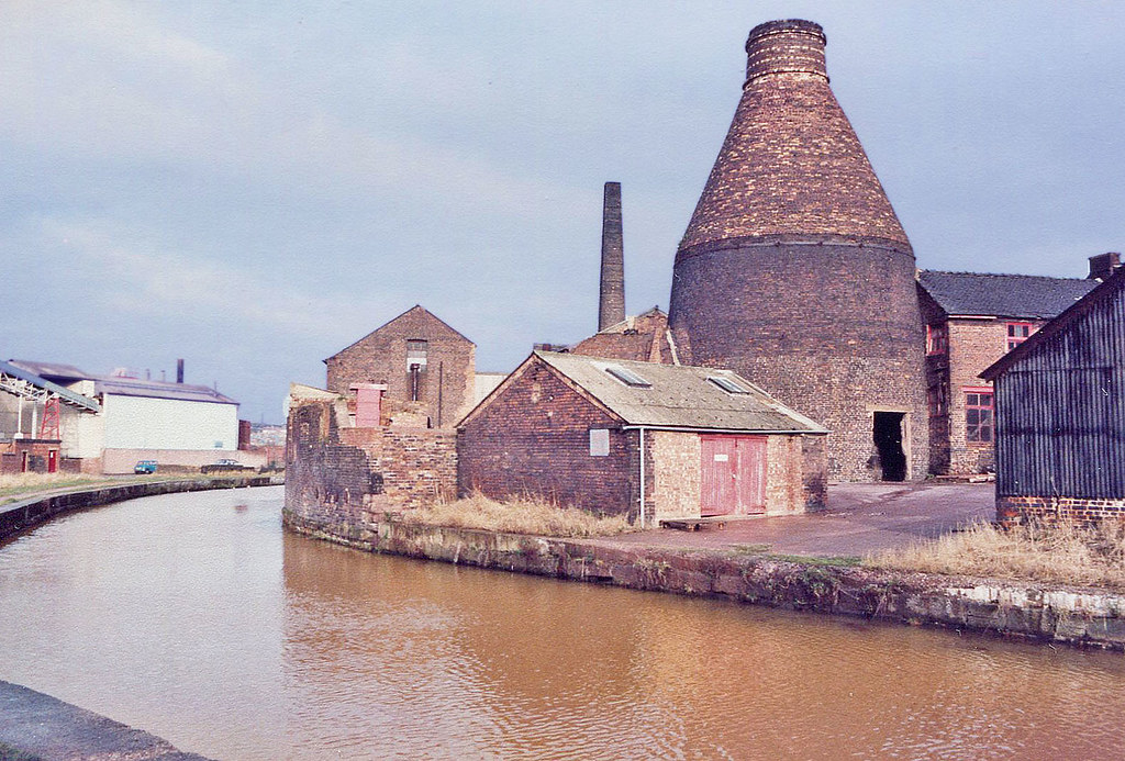 Grid Ref Finder >> The Bottle Kiln of the Top Bridge Pottery (Price & Kensing… | Flickr