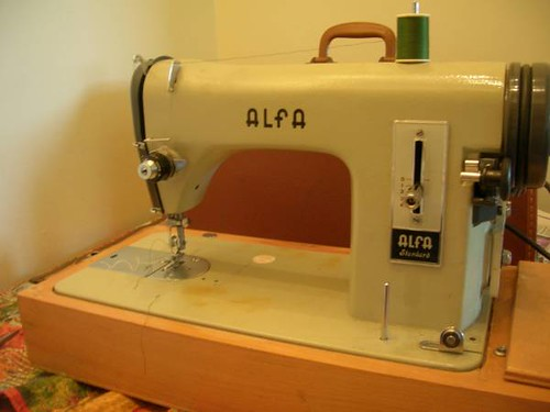 Alfa Standard Sewing Machine Given To Me By A Friend It H Flickr Fascinating Standard Sewing Machine