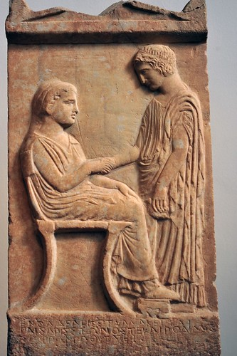 Grave stele of aristylla the girl holds a bird in her for Graue stuhle