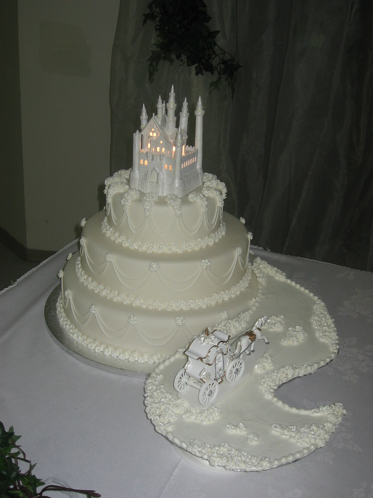 fairytale wedding cakes pictures tale wedding cake 3 tier wedding cake covered in 14106