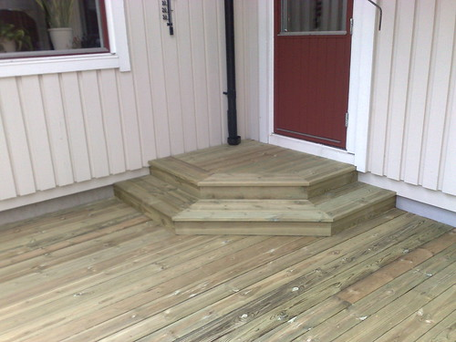 2009.07.25 en trappa och altan jag har byggt  by Snickarens ByggBlogg