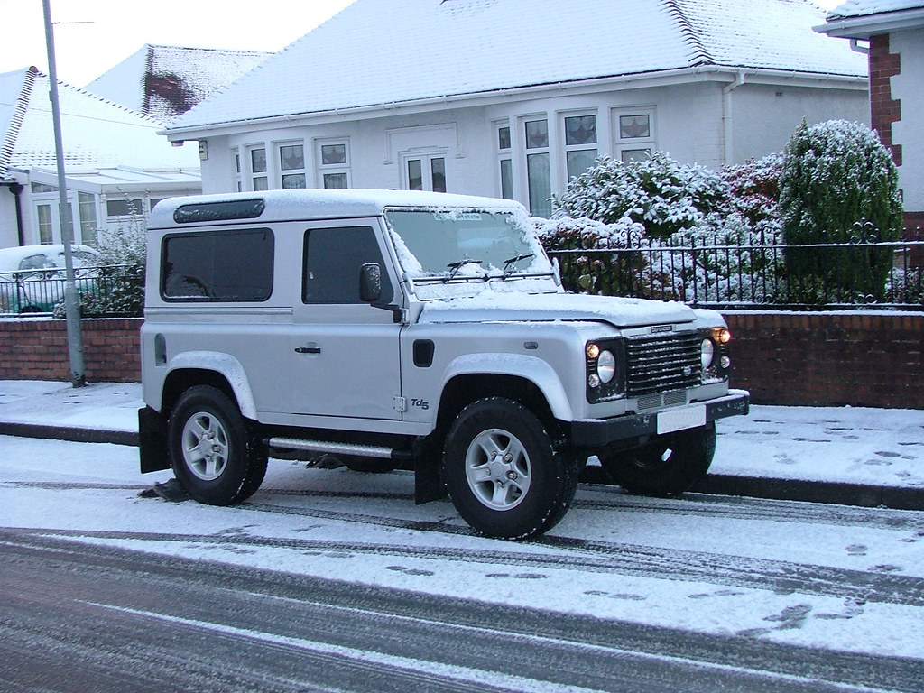 defender 90 td5 silver snow my old land rover early on. Black Bedroom Furniture Sets. Home Design Ideas