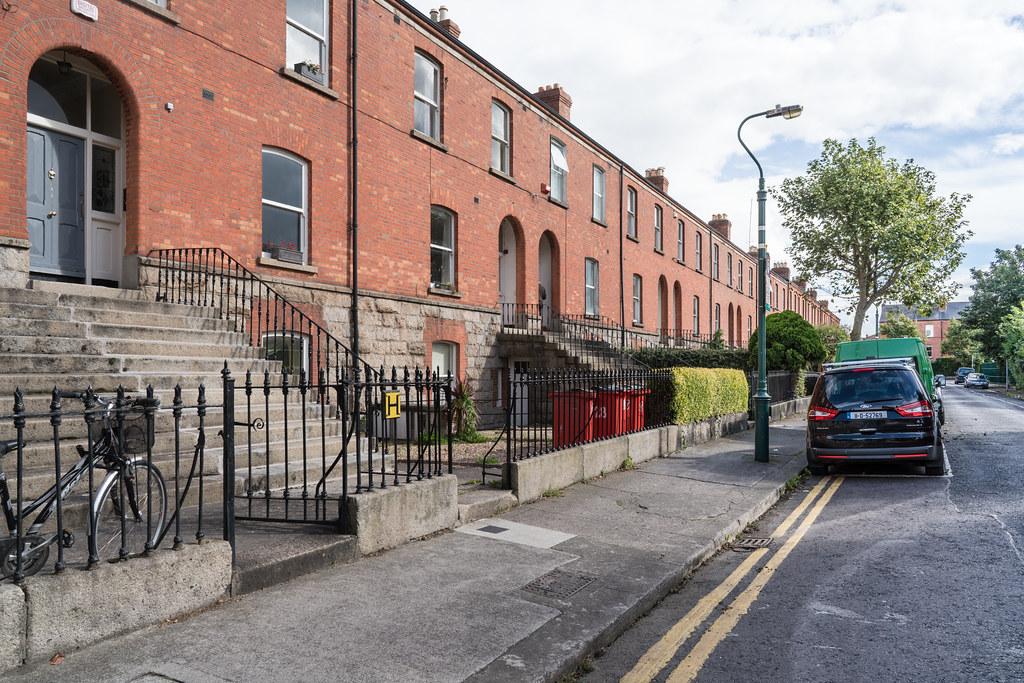 Grosvenor square in dublin do not pronounce the s 1249 for Terrace pronunciation