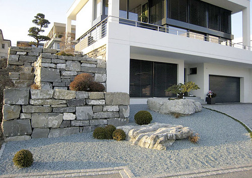 ... Modern Asian Inspired Landscaping Hauser Gärten AG | By Plastolux