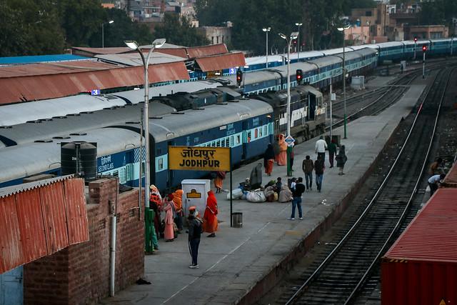 Jodhpur railway station in the morning, India 朝のジョードプル鉄道駅