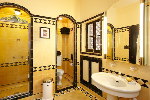 Los feliz yellow bathroom a bathroom in a house for sale for Yellow bathrooms photos