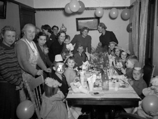 Children's birthday party at the home of Mrs Lucy Jane Moran, Todman Ave, Kensington, Sydney, 1930's / Sam Hood | by State Library of New South Wales collection