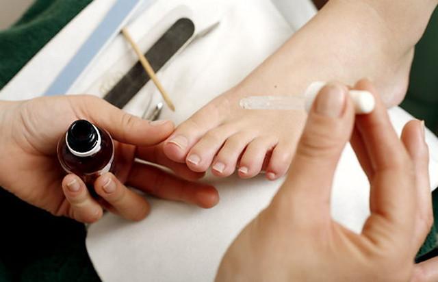 Ногти педикюр со стразами 65