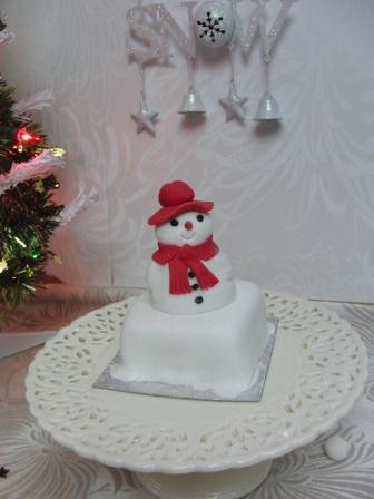 individual christmas cake snowman | by cakes from the sweetest thing (Susan)