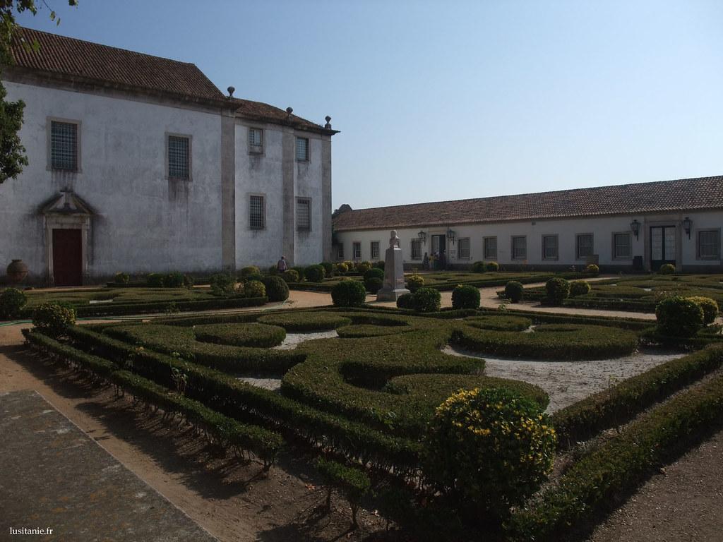 Jardins à la française, très soignés
