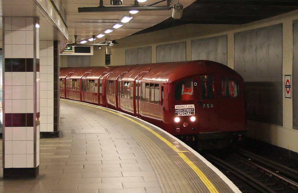 1938 Tube Stock At Tower Hill Train 750 19 45 Upminster
