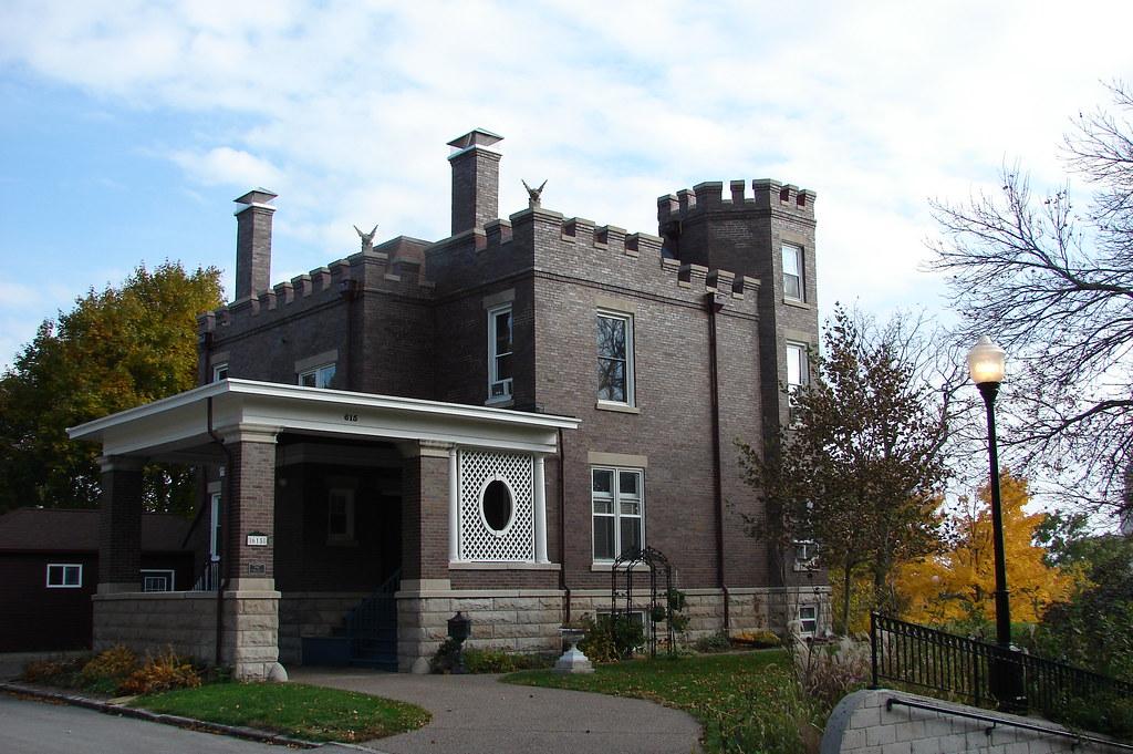 1909 castle house davenport ia a very unusual design for Design homes iowa