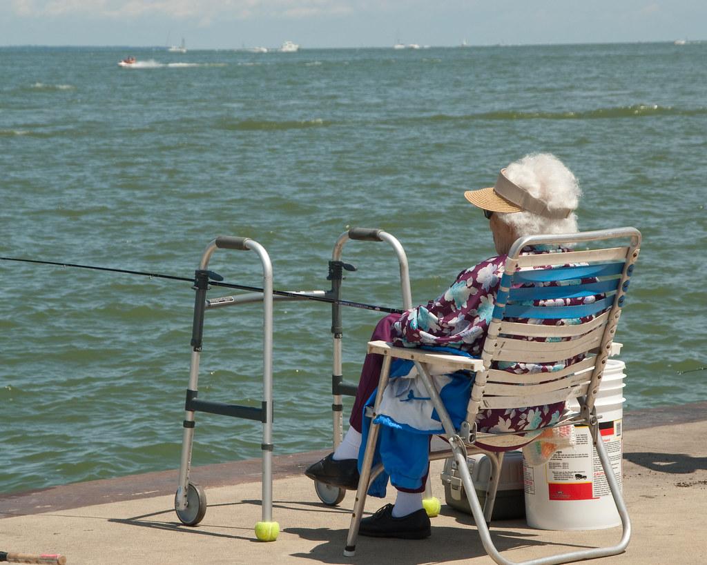 Lake erie fishing jackson st pier in sandusky oh lake for Lake erie pier fishing