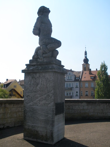 Kitzingen, Bavaria (Germany), Vergesst unsere Kriegsgefangenen, Verschleppten und Vermissten nicht! (do not forget the prisoners of war, the displaced persons and missing people), Alte Mainbrücke | by Josef Lex (El buen soldado Švejk)