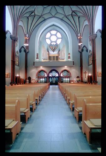 Innenraum von st bonifatius blick zur empore pfarrei for Innenraum design berlin