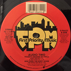 AUDIO TWO:HICKEY'S AROUND MY NECK(LABEL SIDE-B)