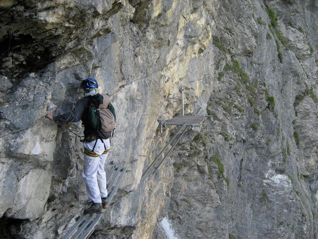 Klettersteig Bern : Ich in der felswand des klettersteig kandersteg allmenalp u flickr