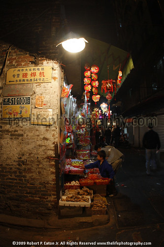 Chinese woman and children buying candy for the Chinese New year | by thecenterofthenet.com